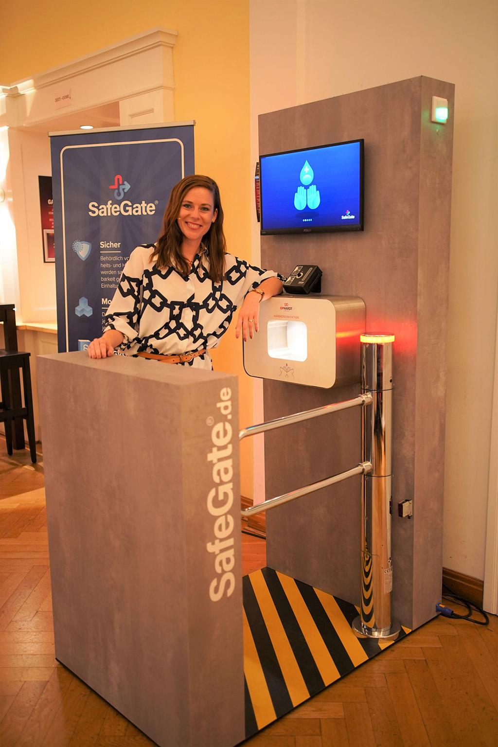 SafeGate Premiere mit Moderatorin Chérine de Bruijn