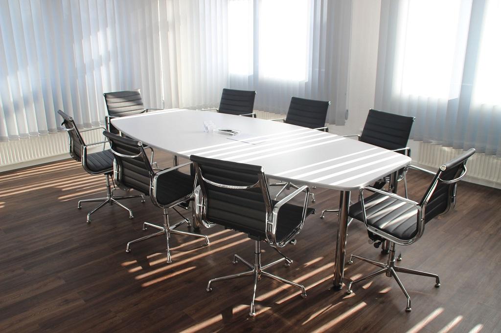 Meeting_Raum_Tisch