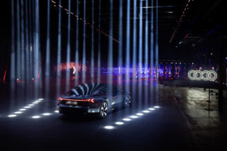 Audi e-Tron im Lichttunnel