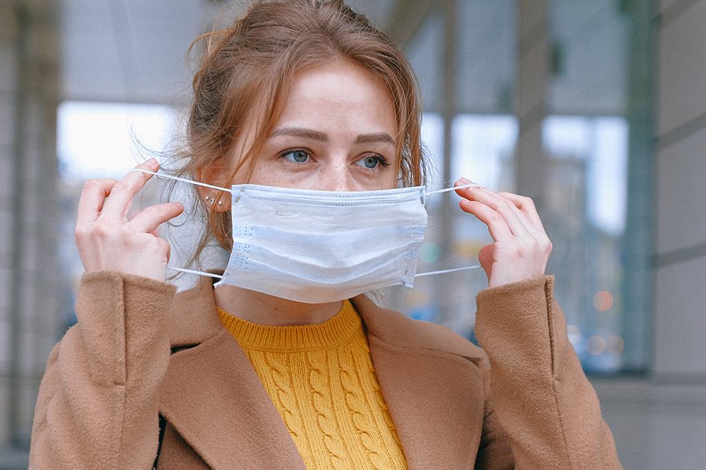 Maske-Frau-Person