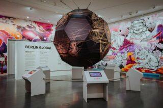 "Raumansicht ""Weltdenken"" in der Ausstellung Berlin Global"