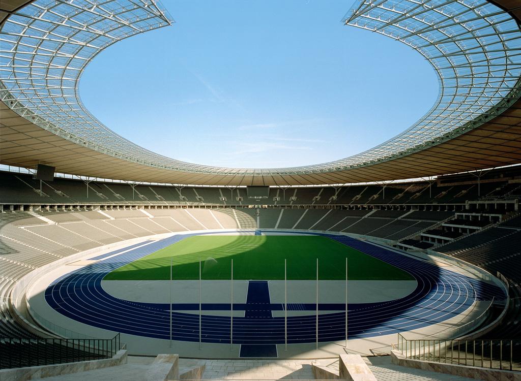 Blick auf das Spielfeld im Olympiastadion in Berlin