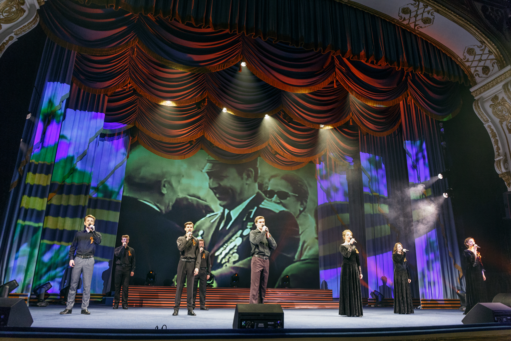 Projektion auf der Theaterbühne