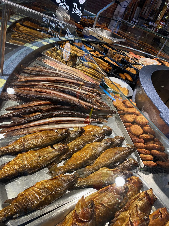 Kühltruhe mit Fisch