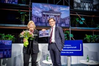 Übergabe der politischen Forderungen an Finanzstaatssekretärin Bettina Hagedorn